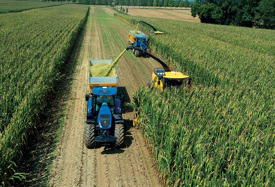 new-holland-launches-fr-forage-cruiser-at-agritechnica-2015-15